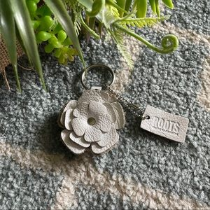 ROOTS Leather keychain 🌺